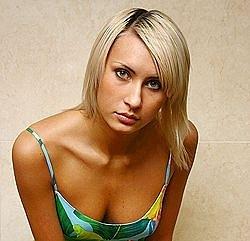 Беременная Элина Карякина из «Дом-2»  покинула проект, бросив Задойнова