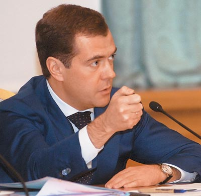 Медведев: правительство не намерено менять фундаментальные вещи в экономике ...